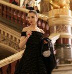 Netflix新シリーズ!リリー・コリンズ主演のパリ版SATC「エミリー、パリへ行く」ゴージャスな最新ファッションに注目!